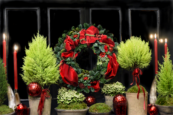 Holiday Mantel Decor – Alive With Color!